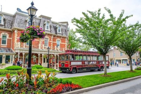 things-to-do-in-niagara-on-the-lake-trolley-tour-1160x773